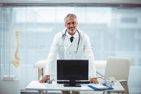 врач столе клинике портрет компьютер технологий Сток-фото © wavebreak_media