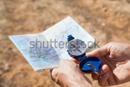 Mulher mapa bússola grama ambiente Foto stock © wavebreak_media