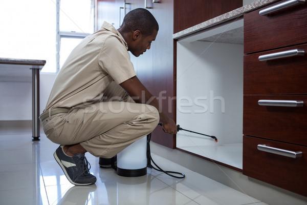 Homme maison cuisine travail Ouvrir la Photo stock © wavebreak_media