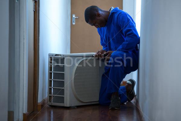 Klusjesman testen airconditioner home mannelijke elektricien Stockfoto © wavebreak_media