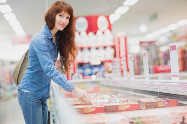 Klienta produktu zamrożone przejście supermarket Zdjęcia stock © wavebreak_media