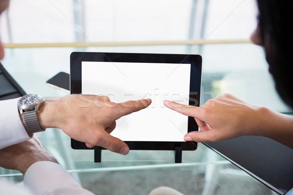Zakenman bespreken collega digitale tablet kantoor Stockfoto © wavebreak_media