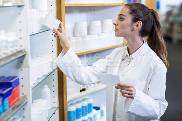 Farmacêutico prescrição medicina farmácia menina Foto stock © wavebreak_media