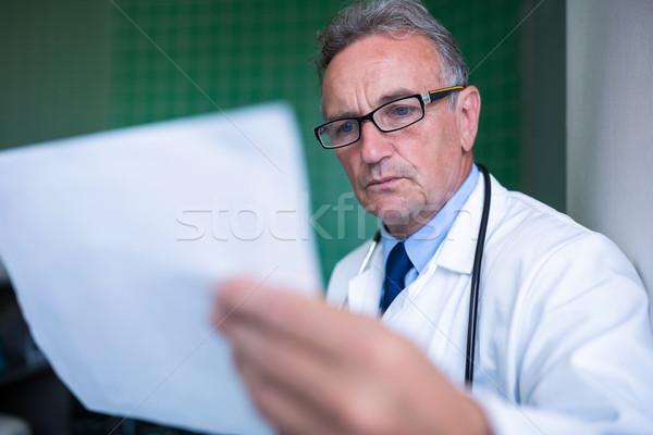Médecin rapport hôpital homme médicaux Photo stock © wavebreak_media