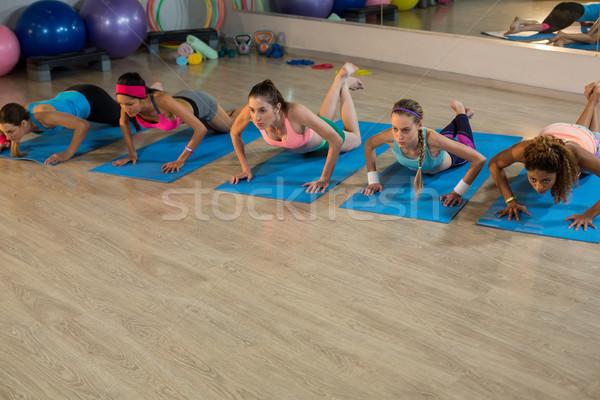 Grup kadın egzersiz spor salonu kadın uygunluk Stok fotoğraf © wavebreak_media