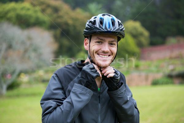 Masculina bicicleta casco retrato Foto stock © wavebreak_media