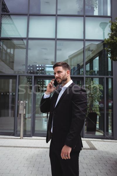 Empresário falante telefone móvel escritório corporativo masculino Foto stock © wavebreak_media