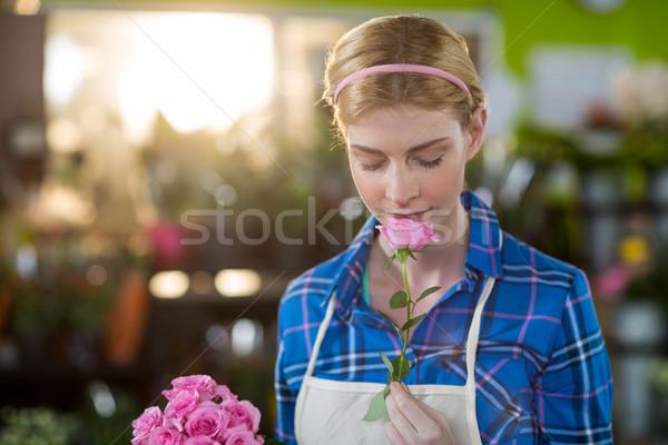 Vrouwelijke bloemist vrouw bloemen Stockfoto © wavebreak_media