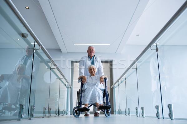 Arts senior patiënt rolstoel vrouw Stockfoto © wavebreak_media