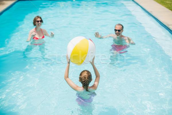 Mutlu ebeveyn kız oynama yüzmek top Stok fotoğraf © wavebreak_media