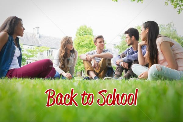 Heureux élèves séance à l'extérieur campus Photo stock © wavebreak_media