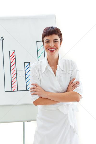 Uśmiechnięty kobieta interesu fałdowy broni pokładzie biały Zdjęcia stock © wavebreak_media