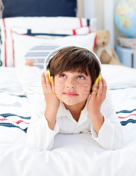 Сток-фото: Cute · мало · мальчика · прослушивании · музыку · наушники