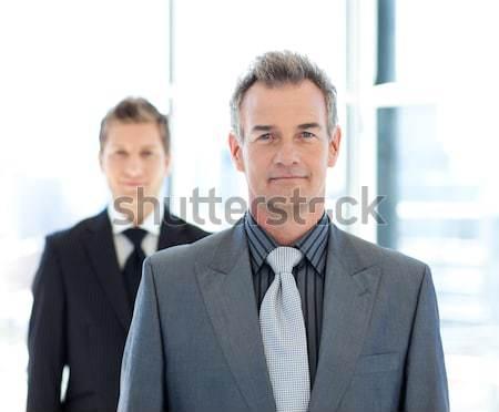 Fier gestionnaire posant équipe parler affaires Photo stock © wavebreak_media