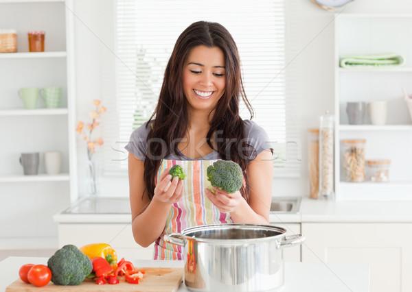Stock fotó: Nő · zöldségek · áll · konyha · kezek · étel
