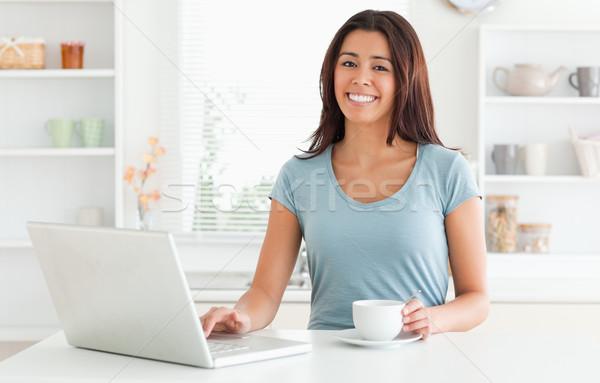 Boa aparência mulher copo café relaxante Foto stock © wavebreak_media