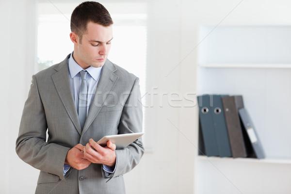 Geschäftsmann stellt fest vorsichtig Business Arbeit Arbeitnehmer Stock foto © wavebreak_media