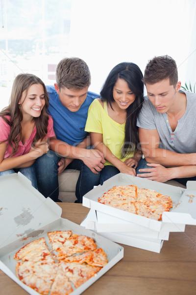Souriant groupe élèves dîner alimentaire homme Photo stock © wavebreak_media