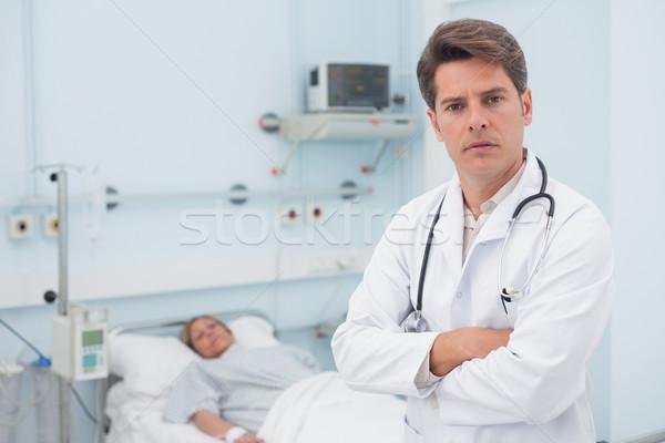 Médecin permanent bras hôpital femme médicaux Photo stock © wavebreak_media