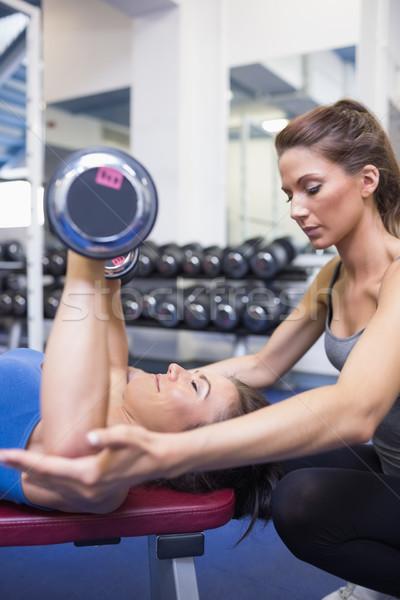 Koncentrált edző tanít nő emel súlyok Stock fotó © wavebreak_media