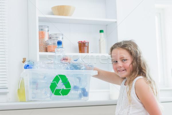 Gülen kız mutlu çocuk temizlemek plastik Stok fotoğraf © wavebreak_media