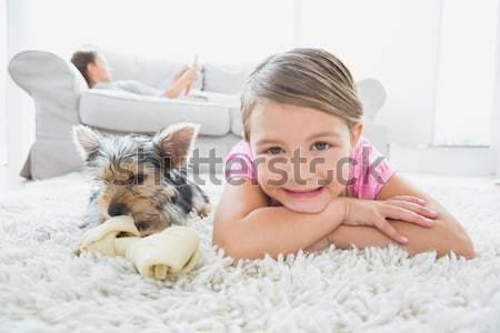 Souriant fille Nounours lit chambre enfant Photo stock © wavebreak_media