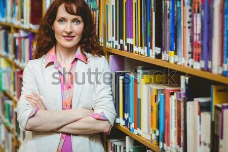 женщину улыбаясь телефон библиотека колледжей Сток-фото © wavebreak_media