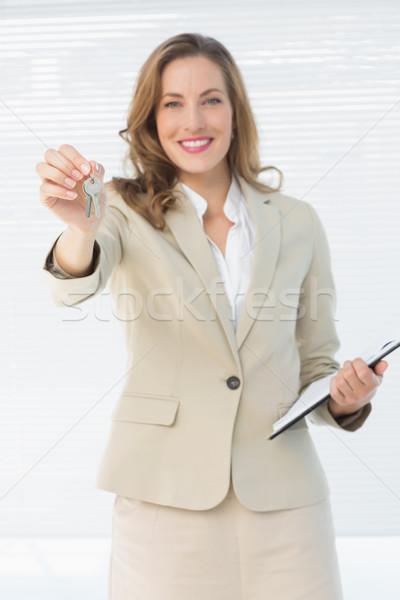 Portré gyönyörű nő ház kulcsok fehér nő Stock fotó © wavebreak_media