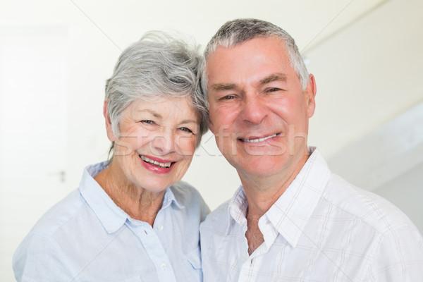 Szczęśliwy emeryturę para uśmiechnięty kamery domu Zdjęcia stock © wavebreak_media