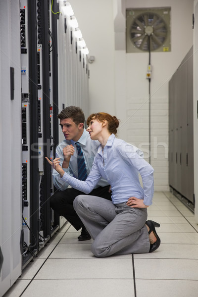 Csapat térdel néz szerverek nagy adatközpont Stock fotó © wavebreak_media