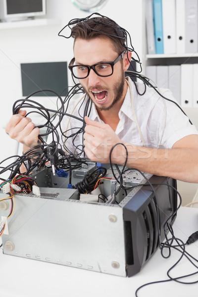 Arrabbiato computer ingegnere fili ufficio Foto d'archivio © wavebreak_media