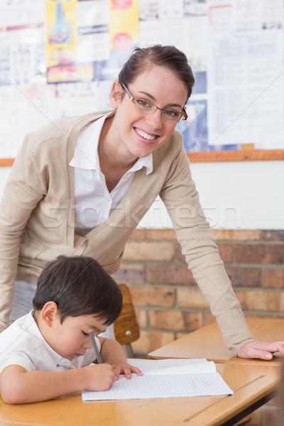 Csinos tanár mosolyog kamera osztály általános iskola Stock fotó © wavebreak_media