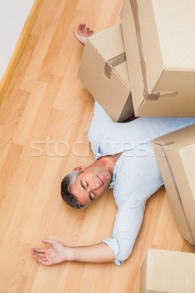 Férfi pihen karton dobozok lakás ház Stock fotó © wavebreak_media