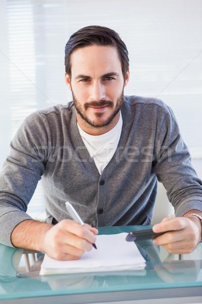 Boldog lezser férfi ír fizet számlák Stock fotó © wavebreak_media