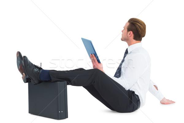Empresario tableta pies hasta maletín blanco Foto stock © wavebreak_media