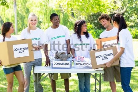 Szczęśliwy wolontariusze darowizna pola parku Zdjęcia stock © wavebreak_media