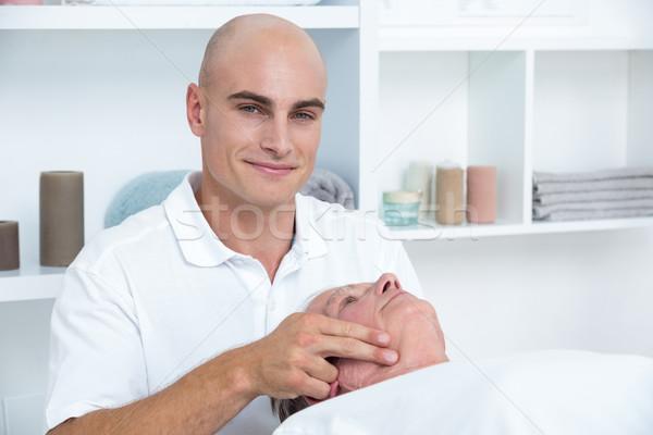Zdjęcia stock: Człowiek · głowie · masażu · medycznych · biuro · uśmiechnięty