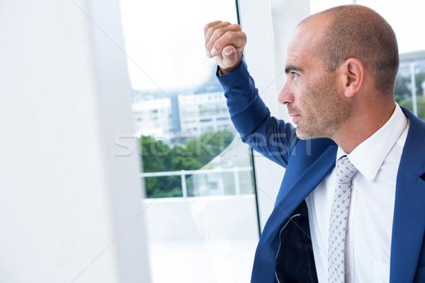 Komoly üzletember másfelé néz férfi fény öltöny Stock fotó © wavebreak_media