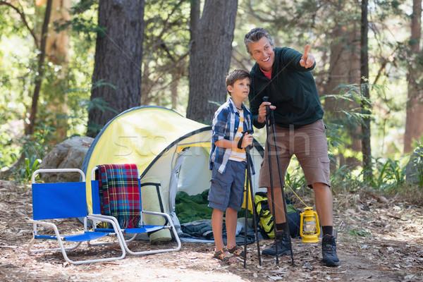 Apa mutat valami fiú erdő kirándulás Stock fotó © wavebreak_media