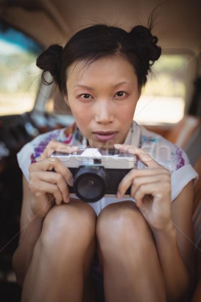 портрет женщину камеры сидят ван Сток-фото © wavebreak_media