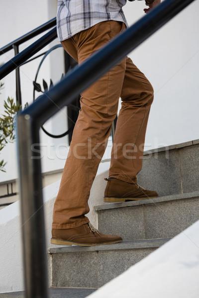 Fiatalember mozog felfelé lépcsőház alacsony részleg Stock fotó © wavebreak_media