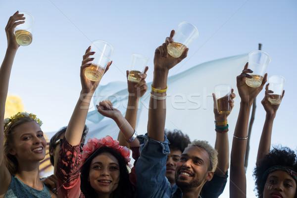 Szczęśliwy znajomych piwa okulary Zdjęcia stock © wavebreak_media