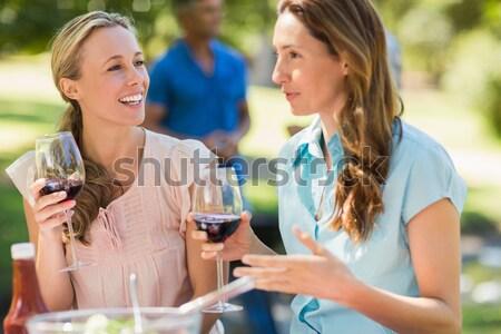 Sorrindo telefone móvel vidro vinho restaurante internet Foto stock © wavebreak_media