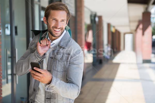 Młodych szczęśliwy uśmiechnięty człowiek Zdjęcia stock © wavebreak_media