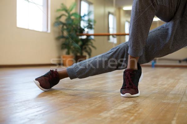 Niski sekcja mężczyzna tancerz studio Zdjęcia stock © wavebreak_media