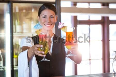 Zijaanzicht portret glimlachend jonge vrouw vers Stockfoto © wavebreak_media