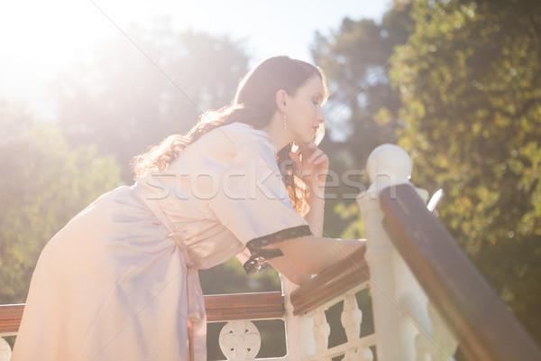 Menyasszony mobiltelefon dől korlát erkély oldalnézet Stock fotó © wavebreak_media