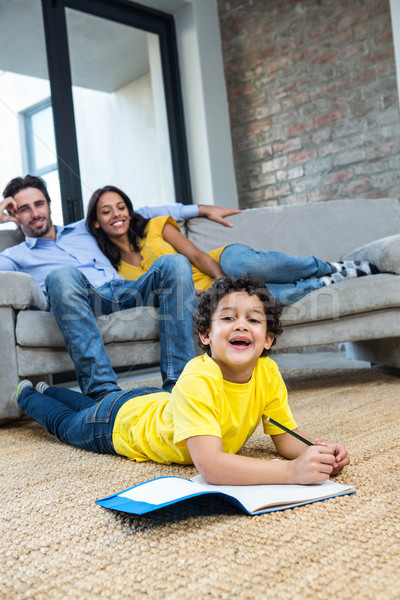 Glimlachend familie woonkamer zoon tekening leggen Stockfoto © wavebreak_media