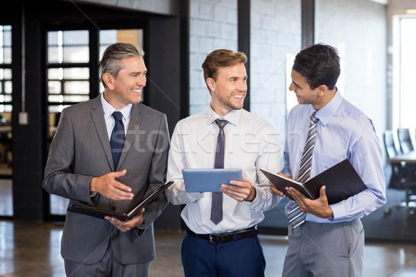 Equipo de negocios digital tableta organizador oficina negocios Foto stock © wavebreak_media