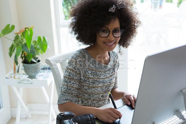 Gráfico disenador de trabajo escritorio pc retrato Foto stock © wavebreak_media
